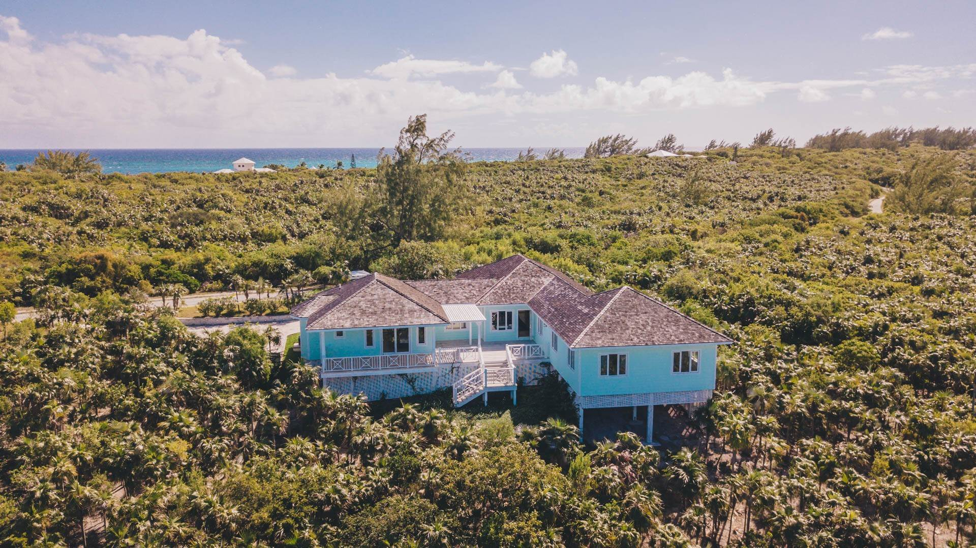 41. Single Family Homes for Sale at Savannah Sound Home - Windermere Island - MLS 44478 Windermere Island, Eleuthera, Bahamas