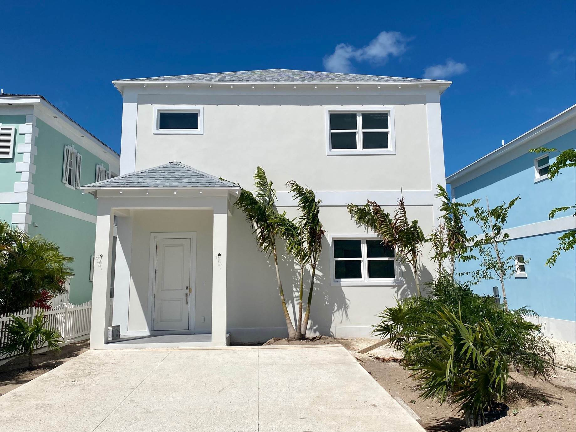 13. Single Family Homes for Sale at Grand Contemporary Home in Sandyport - MLS 43963 Sandyport, Cable Beach, Nassau And Paradise Island Bahamas