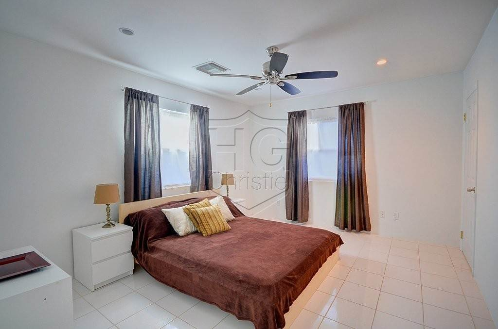 12. Single Family Homes for Rent at Modern family home in the East - MLS 40048 Camperdown, Nassau And Paradise Island, Bahamas
