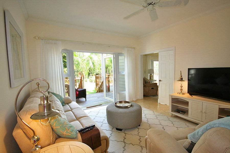 9. Single Family Homes for Rent at Newly Furnished Island Home in the Prestigious Beachfront Gated Community of Shoreline! Fortune Beach, Freeport And Grand Bahama, Bahamas