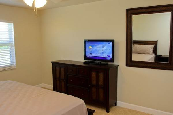 12. Co-op / Condo for Rent at Gorgeous 2 Bed Condo on the Canal Freeport And Grand Bahama, Bahamas