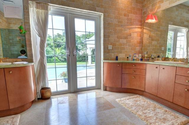 22. Single Family Homes for Sale at A One of a Kind Residence in Lyford Cay Lyford Cay, Nassau And Paradise Island, Bahamas