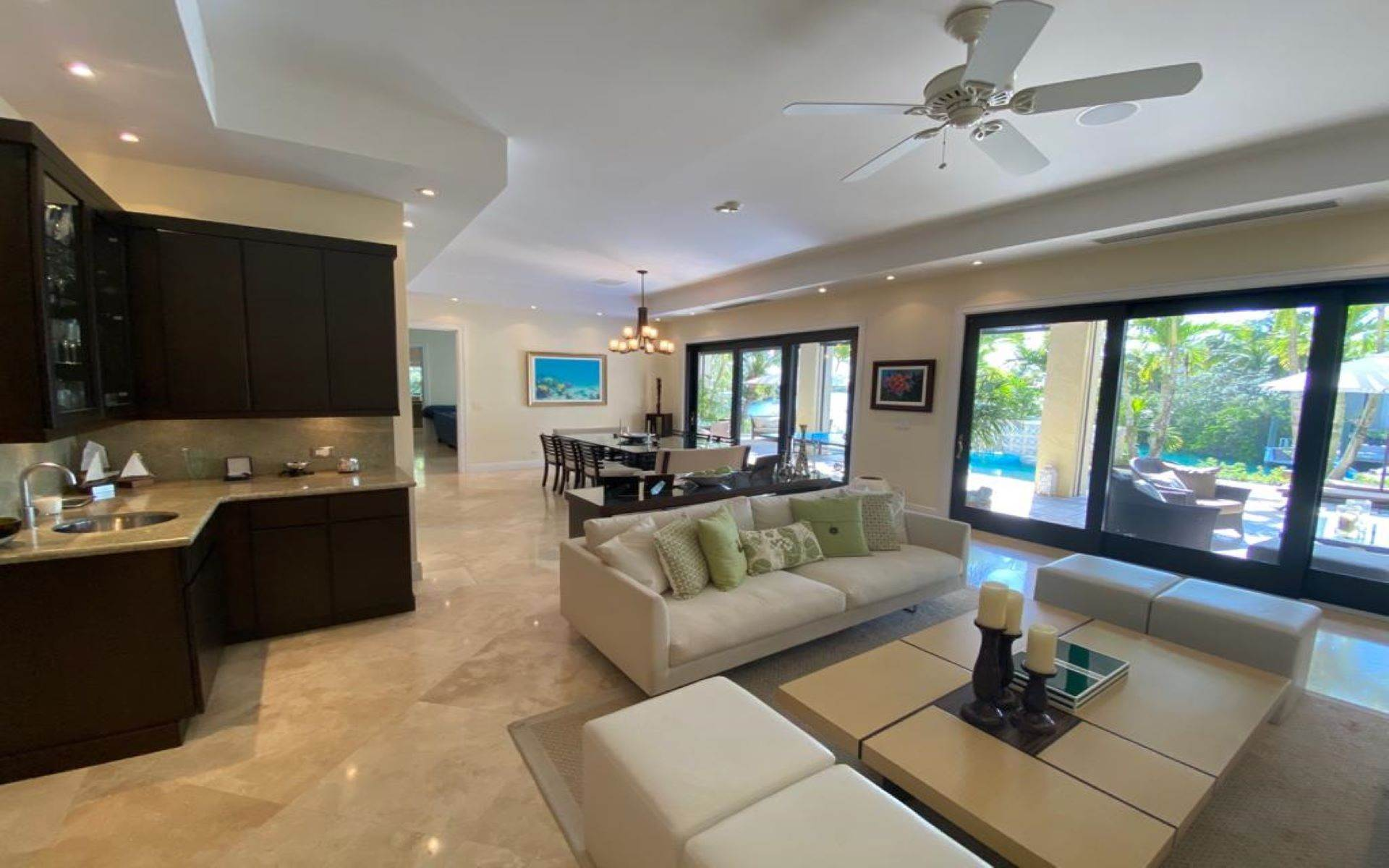 13. Single Family Homes for Sale at Immaculate House on Venetian Lane in Old Fort Bay Old Fort Bay, Nassau And Paradise Island, Bahamas