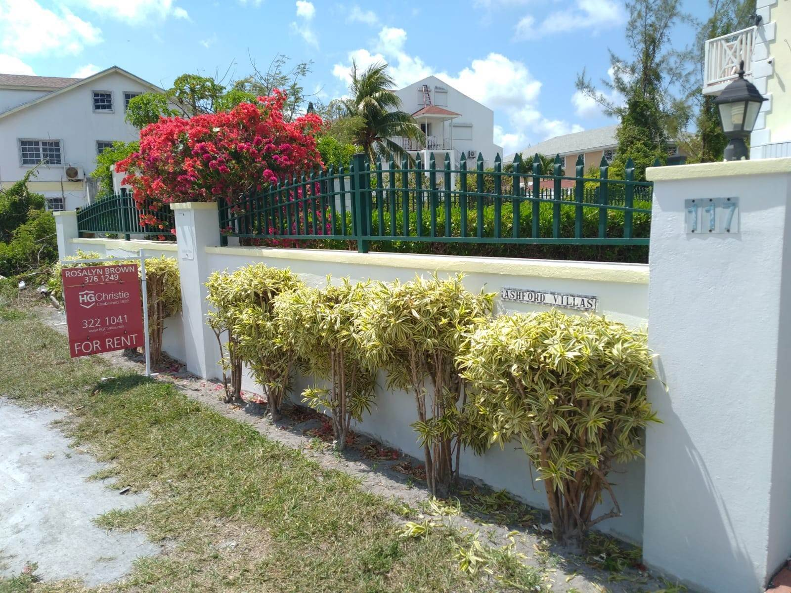 2. Co-op / Condominio por un Alquiler en Cable Beach 3 Bedroom Renovated Townhouse - MLS 44393 Nueva Providencia / Nassau, Bahamas