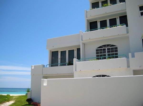 4. Co-op / Condominio por un Alquiler en Paradise Awaits! Newly Renovated Oceanfront 2 Bedroom Condo in Tyne Beach Bahama Terrace Yacht And Country Club, Gran Bahama Freeport, Bahamas