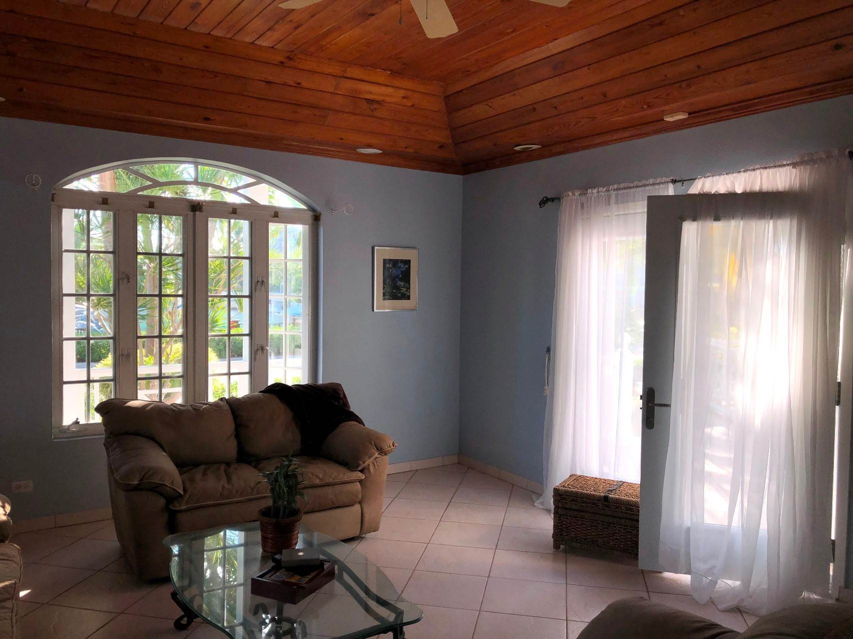 8. Co-op / Condo for Rent at #18 Sandyport Residence Sandyport, Cable Beach, Nassau And Paradise Island Bahamas