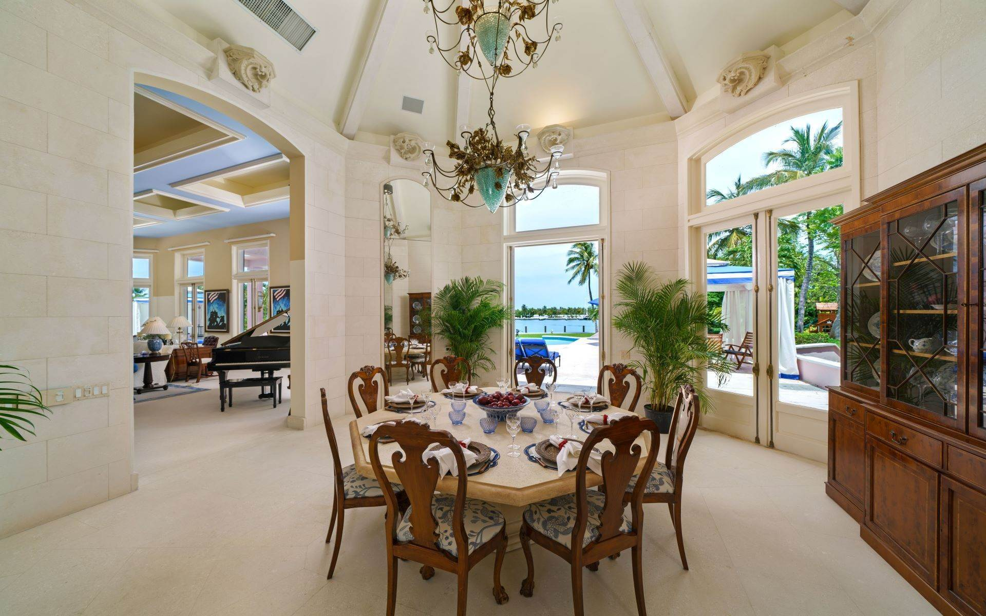 19. Single Family Homes for Sale at Luxurious Lyford Cay Canalfront Estate - MLS 40934 Lyford Cay, Nassau And Paradise Island, Bahamas