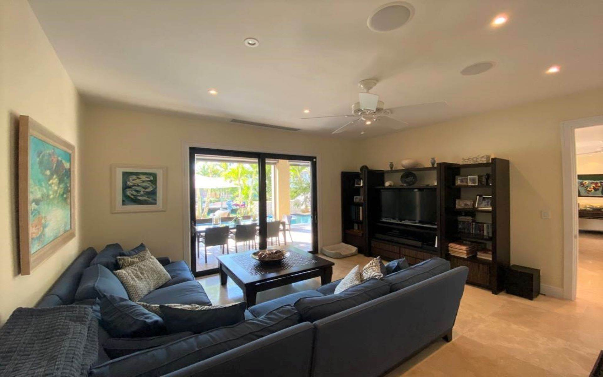 14. Single Family Homes for Sale at Immaculate House on Venetian Lane in Old Fort Bay Old Fort Bay, Nassau And Paradise Island, Bahamas