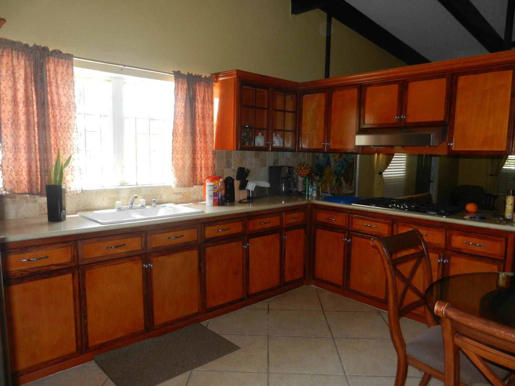 9. Single Family Homes por un Alquiler en Lovely Family Home with Large Garden, Pool and back-up Generator - MLS 39185 Eastern Road, Nueva Providencia / Nassau, Bahamas