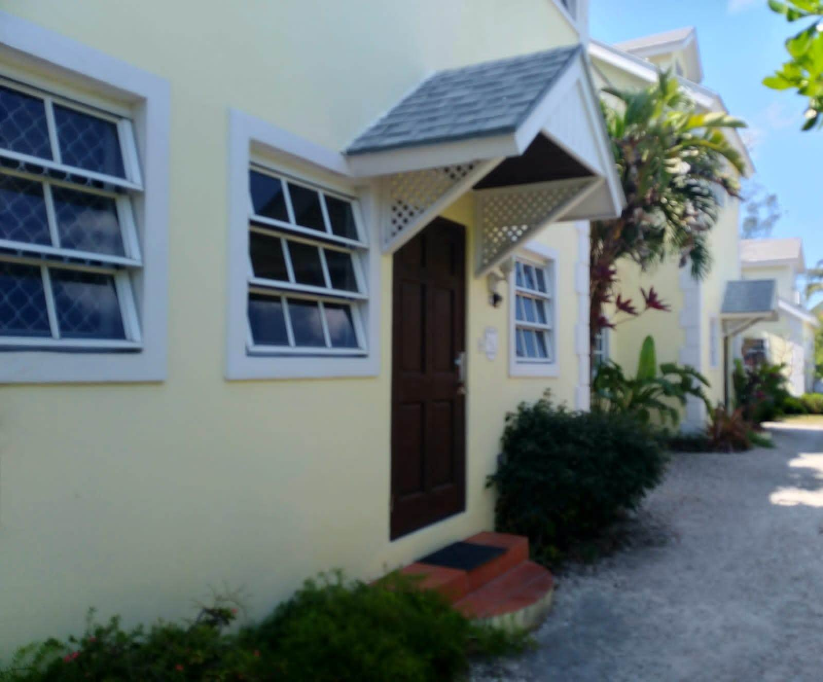 3. Co-op / Condominio por un Alquiler en Cable Beach 3 Bedroom Renovated Townhouse - MLS 44393 Nueva Providencia / Nassau, Bahamas