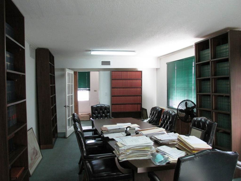 15. Commercial for Rent at Centrally located Office space Nassau And Paradise Island, Bahamas