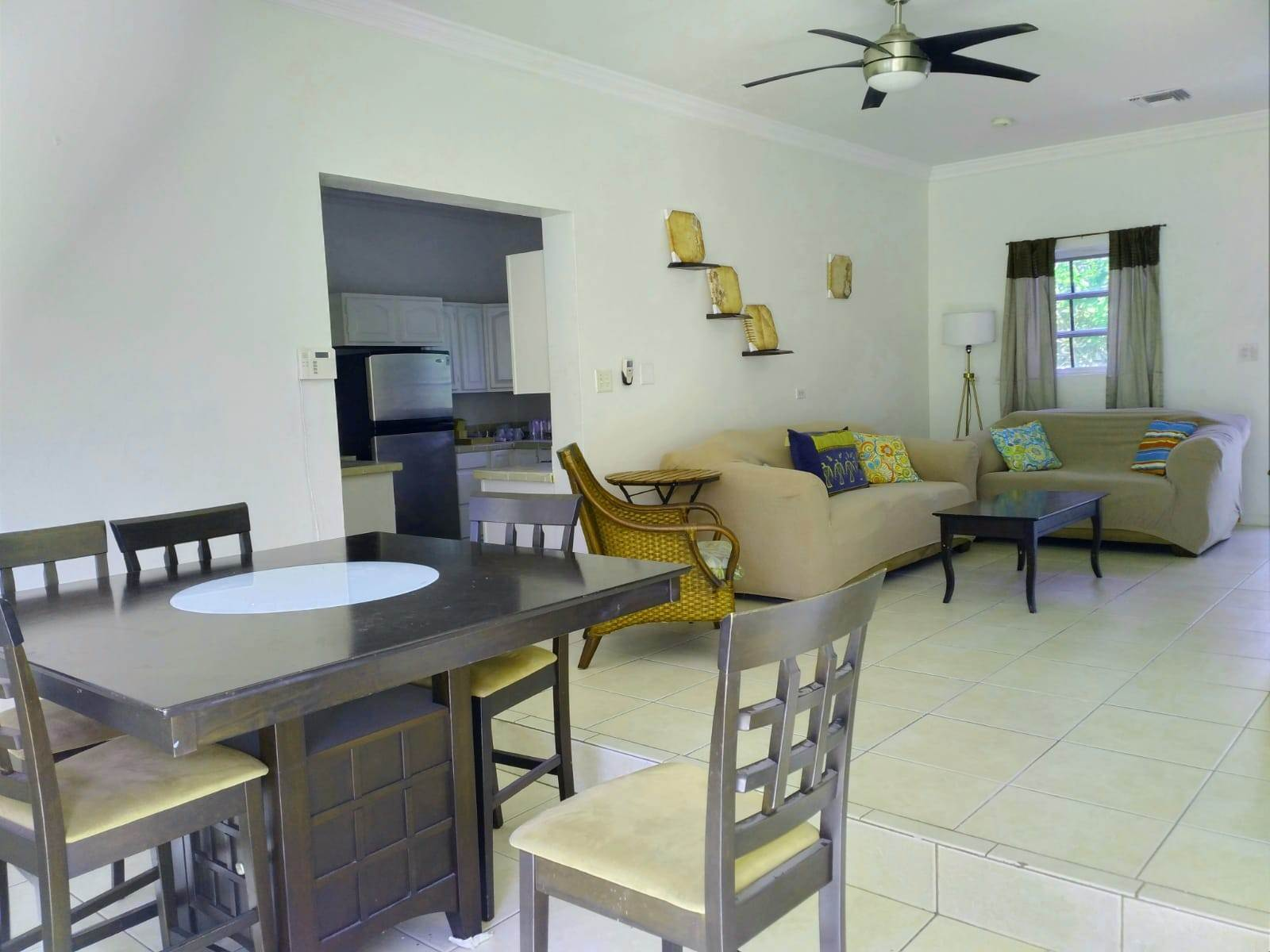 4. Co-op / Condominio por un Alquiler en Cable Beach 3 Bedroom Renovated Townhouse - MLS 44393 Nueva Providencia / Nassau, Bahamas