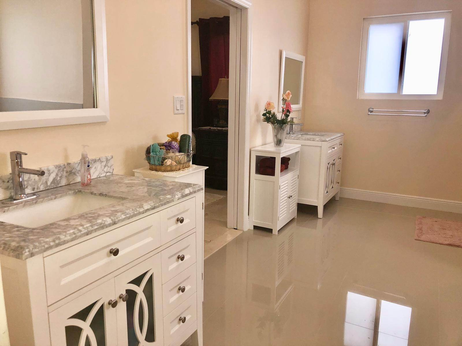 28. Single Family Homes for Sale at Villa Greenway House for Sale - MLS 41427 Charlotteville, Nassau And Paradise Island, Bahamas
