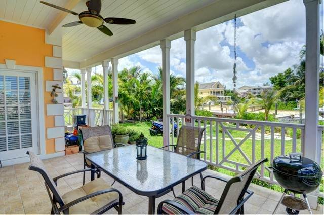 17. Single Family Homes por un Alquiler en Executive canal front home with dock in Sandyport, West Nassau Sandyport, Cable Beach, Nueva Providencia / Nassau Bahamas