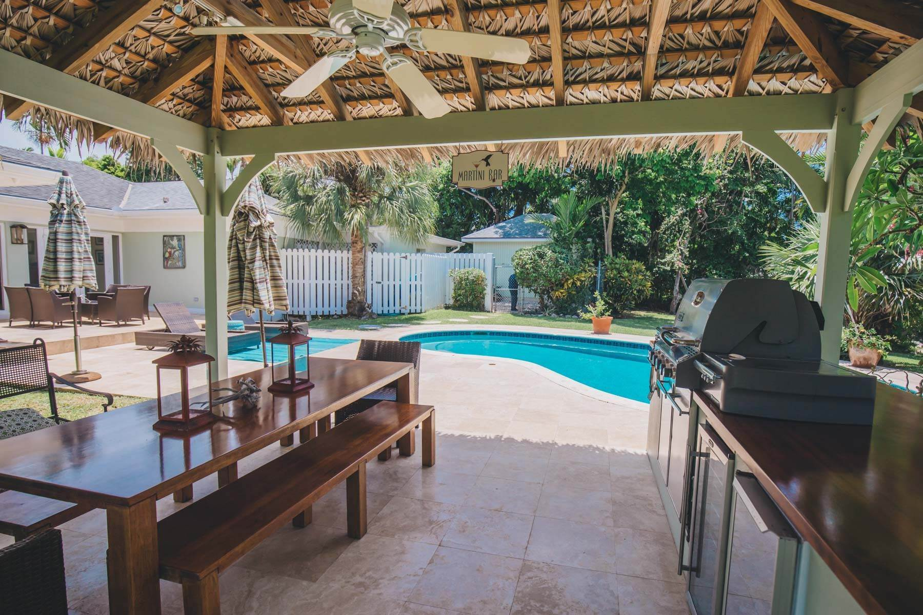17. Single Family Homes for Sale at Charming Skyline Heights Home - MLS 43542 Nassau And Paradise Island, Bahamas