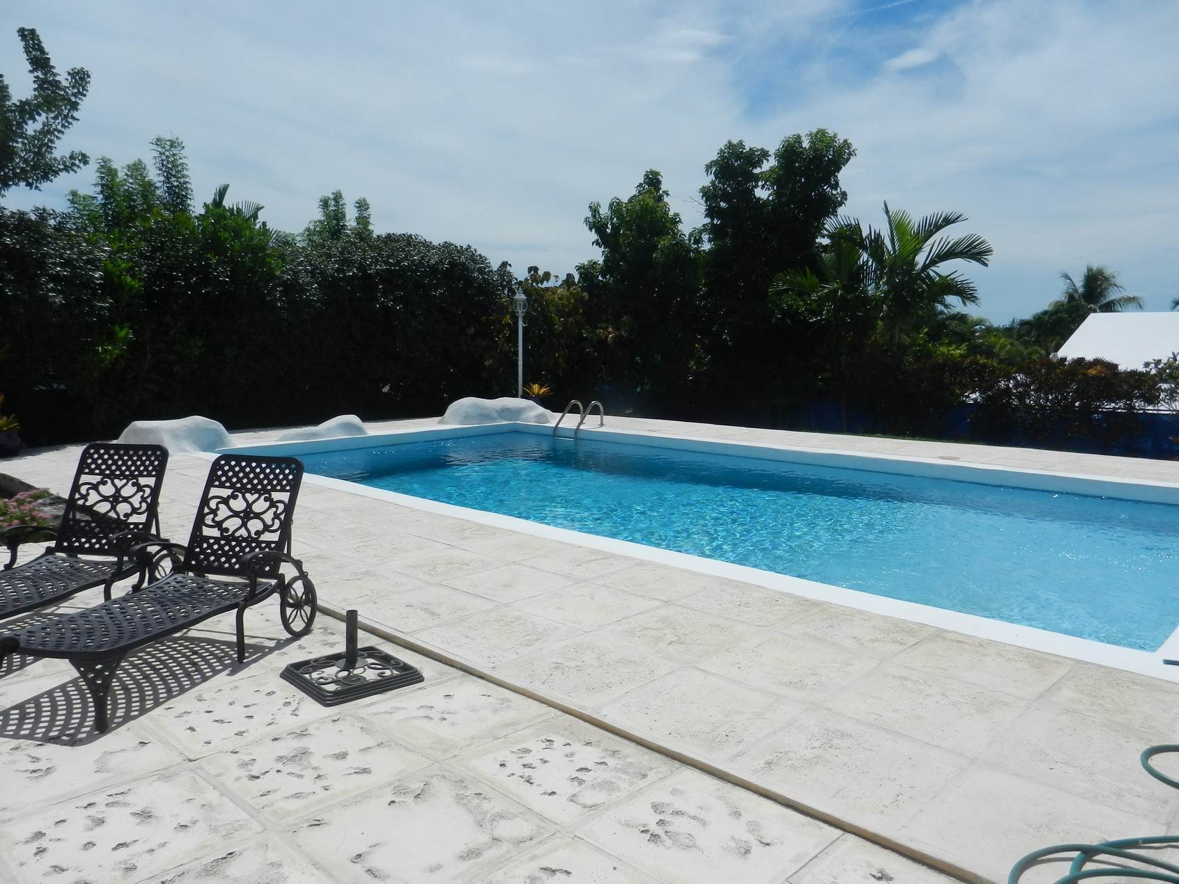 3. Single Family Homes por un Alquiler en Lovely Family Home with Large Garden, Pool and back-up Generator - MLS 39185 Eastern Road, Nueva Providencia / Nassau, Bahamas