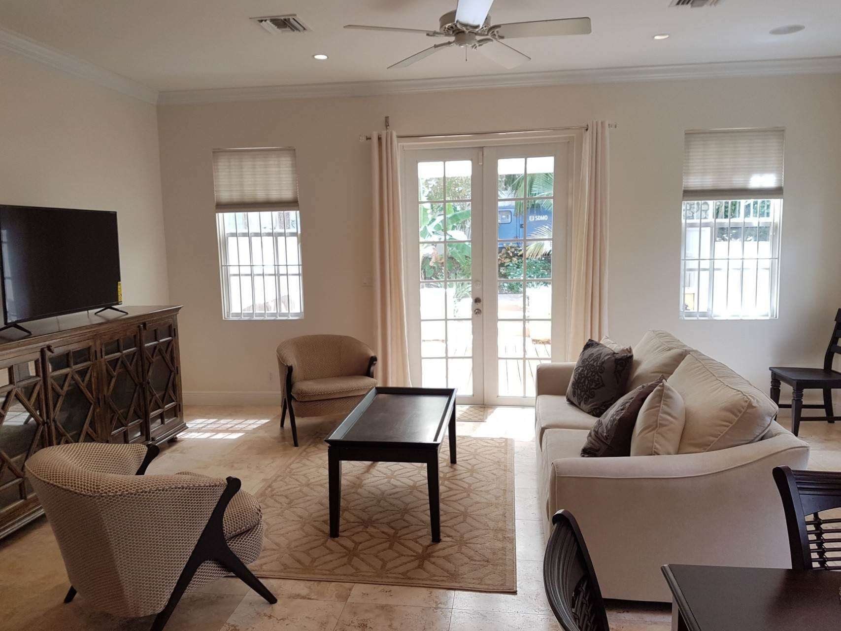 16. Co-op / Condo for Rent at Beautiful Balmoral Townhome Nassau And Paradise Island, Bahamas