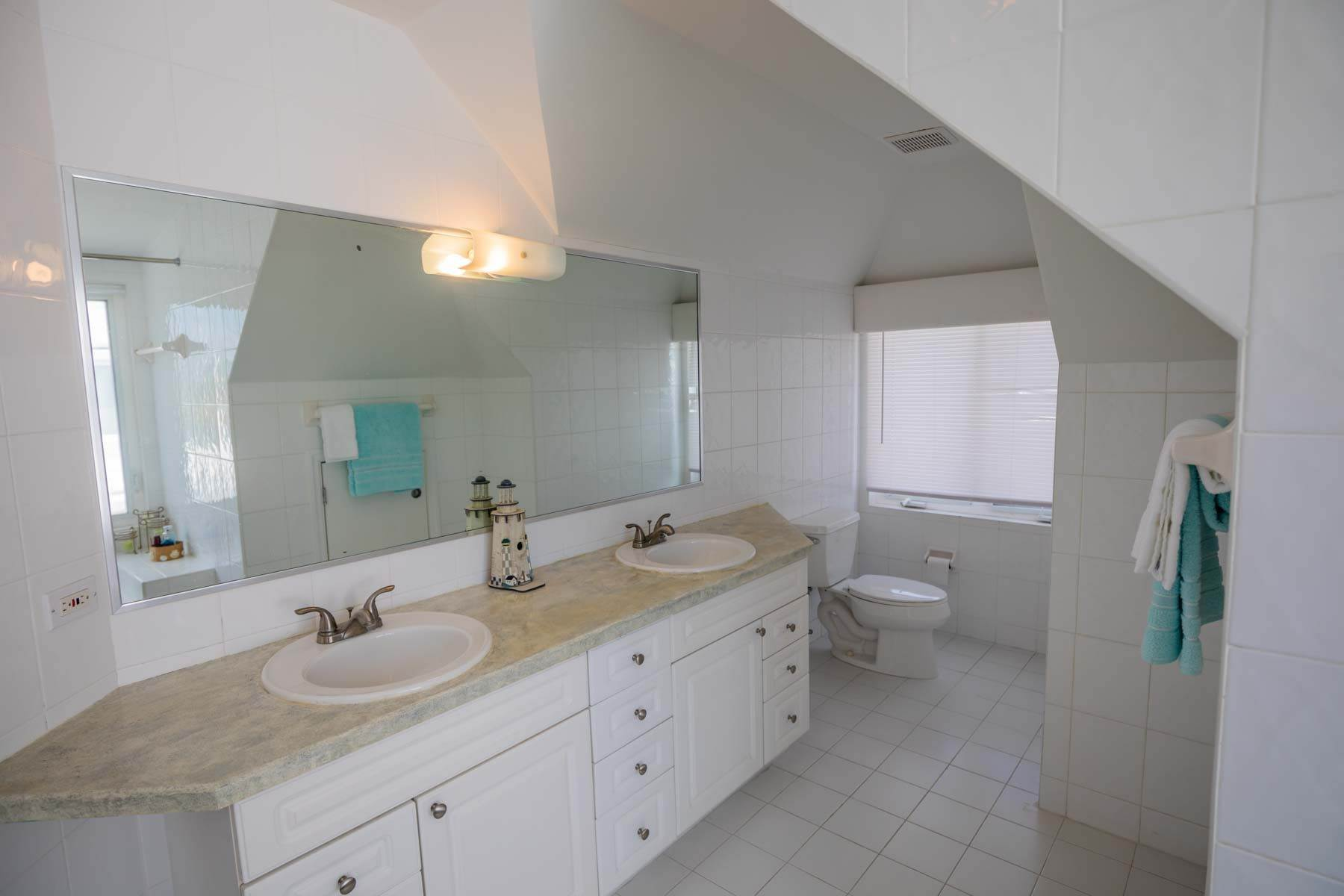 20. Co-op / Condo for Sale at Seapointe Spacious End Unit - Port New Providence St Andrews Beach, Yamacraw, Nassau And Paradise Island Bahamas