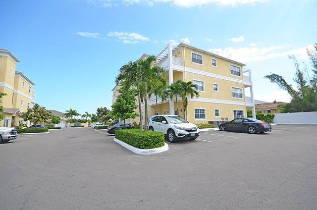 13. Co-op / Condominio por un Alquiler en Condo Near Cable Beach Westridge Estates, Westridge, Nueva Providencia / Nassau Bahamas