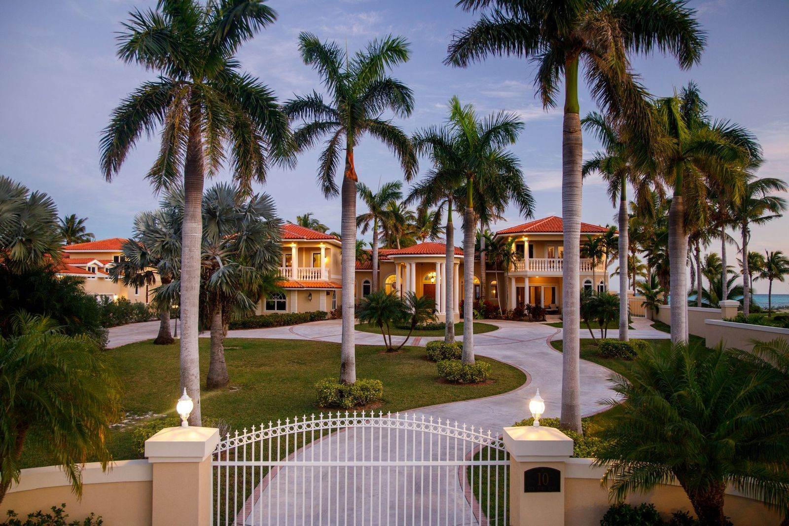 6. Single Family Homes for Sale at The Grand Estate at Fortune Cay - MLS 44053 Fortune Cay, Freeport and Grand Bahama, Bahamas