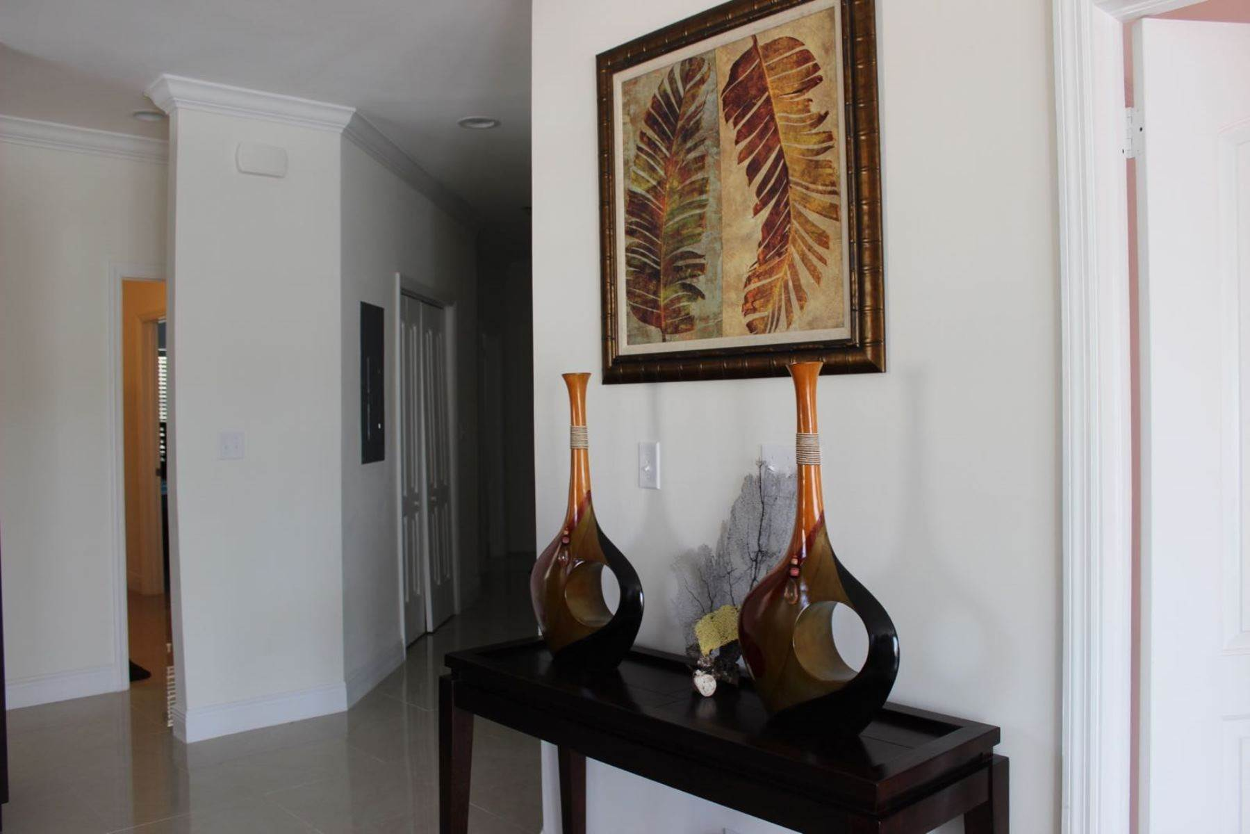 4. Co-op / Condominio por un Alquiler en Nicely furnished Penthouse in Venito Westridge Estates Westridge Estates, Westridge, Nueva Providencia / Nassau Bahamas
