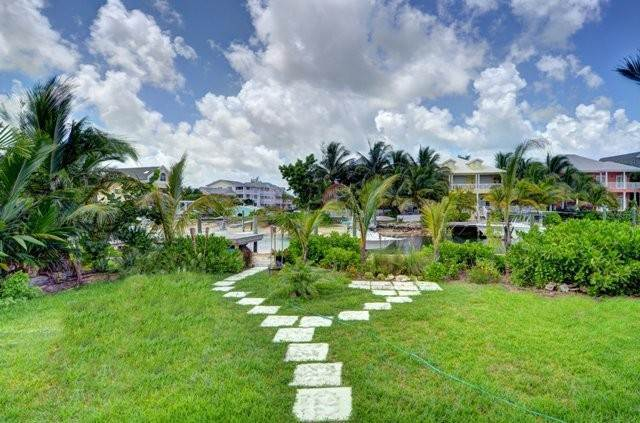 19. Single Family Homes por un Alquiler en Executive canal front home with dock in Sandyport, West Nassau Sandyport, Cable Beach, Nueva Providencia / Nassau Bahamas