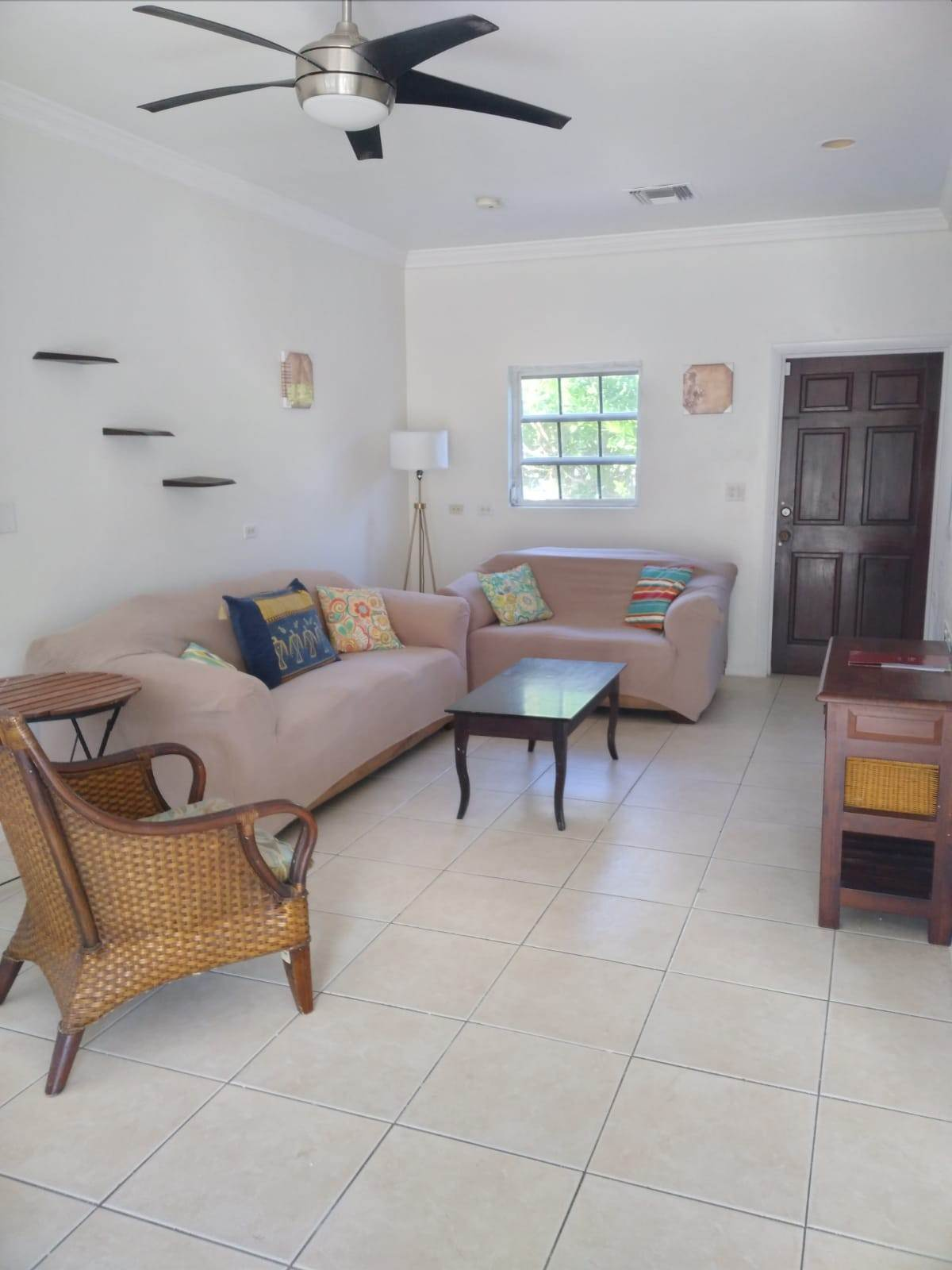 6. Co-op / Condominio por un Alquiler en Cable Beach 3 Bedroom Renovated Townhouse - MLS 44393 Nueva Providencia / Nassau, Bahamas