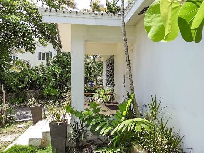 13. Single Family Homes for Sale at Beachfront Escape - Sunnydale House - MLS 42326 Eastern Road, Nassau And Paradise Island, Bahamas