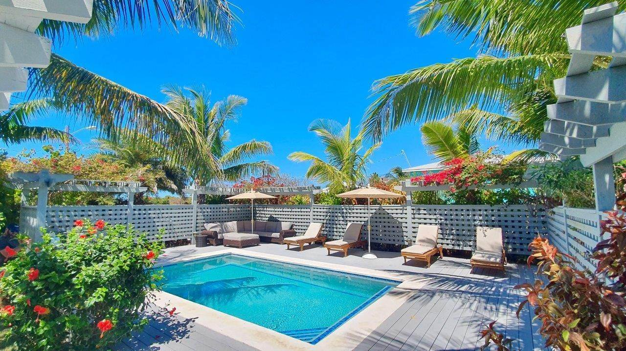 15. Single Family Homes for Sale at Fabulous Coastal Living Home in Governor's Harbour - MLS 44509 Governors Harbour, Eleuthera, Bahamas