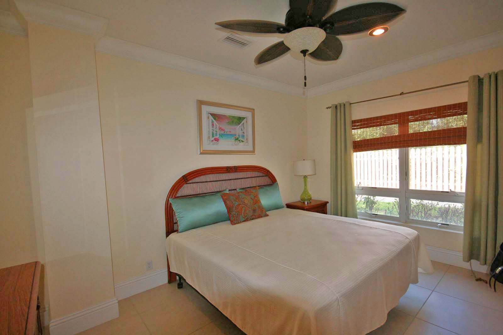 11. Co-op / Condo for Rent at Luxurious Waterfront 1-Bedroom Condominium in Gorgeous Suffolk Court Bahamia Marina, Freeport And Grand Bahama, Bahamas