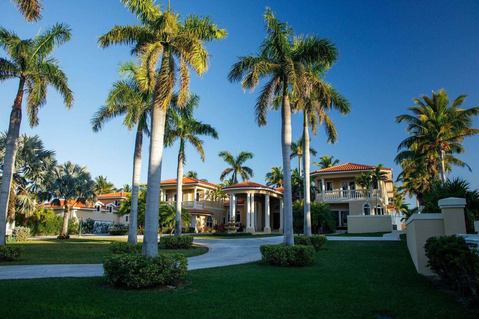 7. Single Family Homes for Sale at The Grand Estate at Fortune Cay - MLS 44053 Fortune Cay, Freeport and Grand Bahama, Bahamas