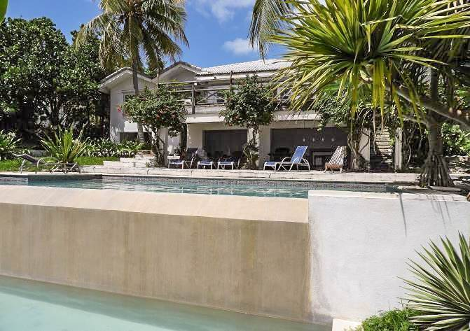 14. Single Family Homes for Sale at Beachfront Escape - Sunnydale House - MLS 42326 Eastern Road, Nassau And Paradise Island, Bahamas