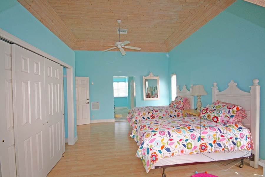 18. Single Family Homes por un Alquiler en Island Home in Shoreline, Fortune Beach, Lucaya Shoreline, Lucaya, Gran Bahama Freeport Bahamas