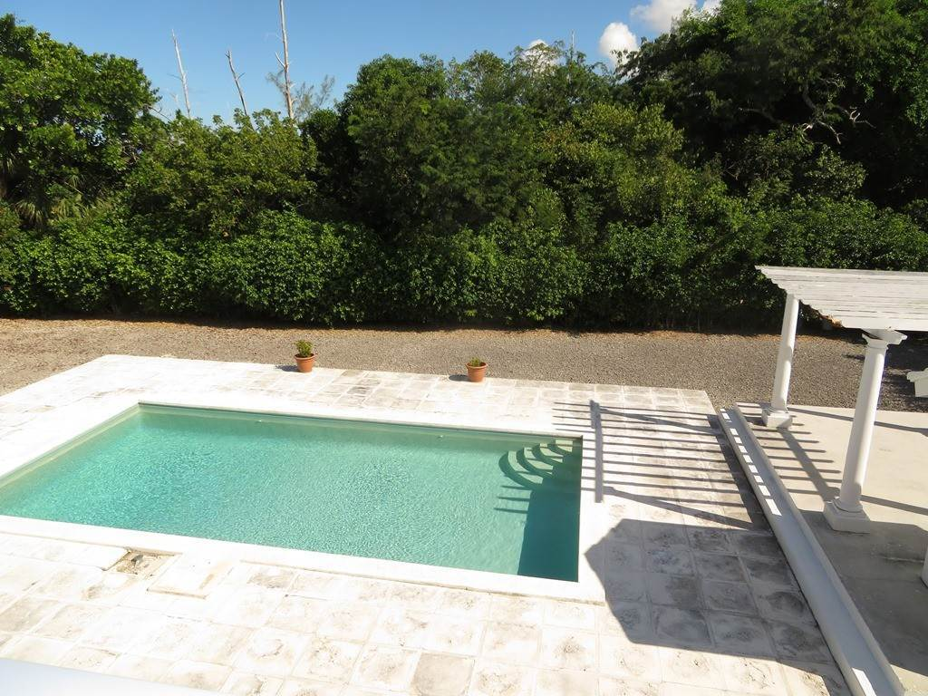 12. Co-op / Condominio por un Alquiler en Westridge newly furnished townhouse in a triplex with a gate and pool Westridge Estates, Westridge, Nueva Providencia / Nassau Bahamas