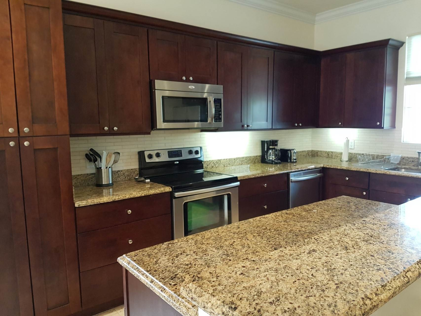 18. Co-op / Condo for Rent at Beautiful Balmoral Townhome Nassau And Paradise Island, Bahamas