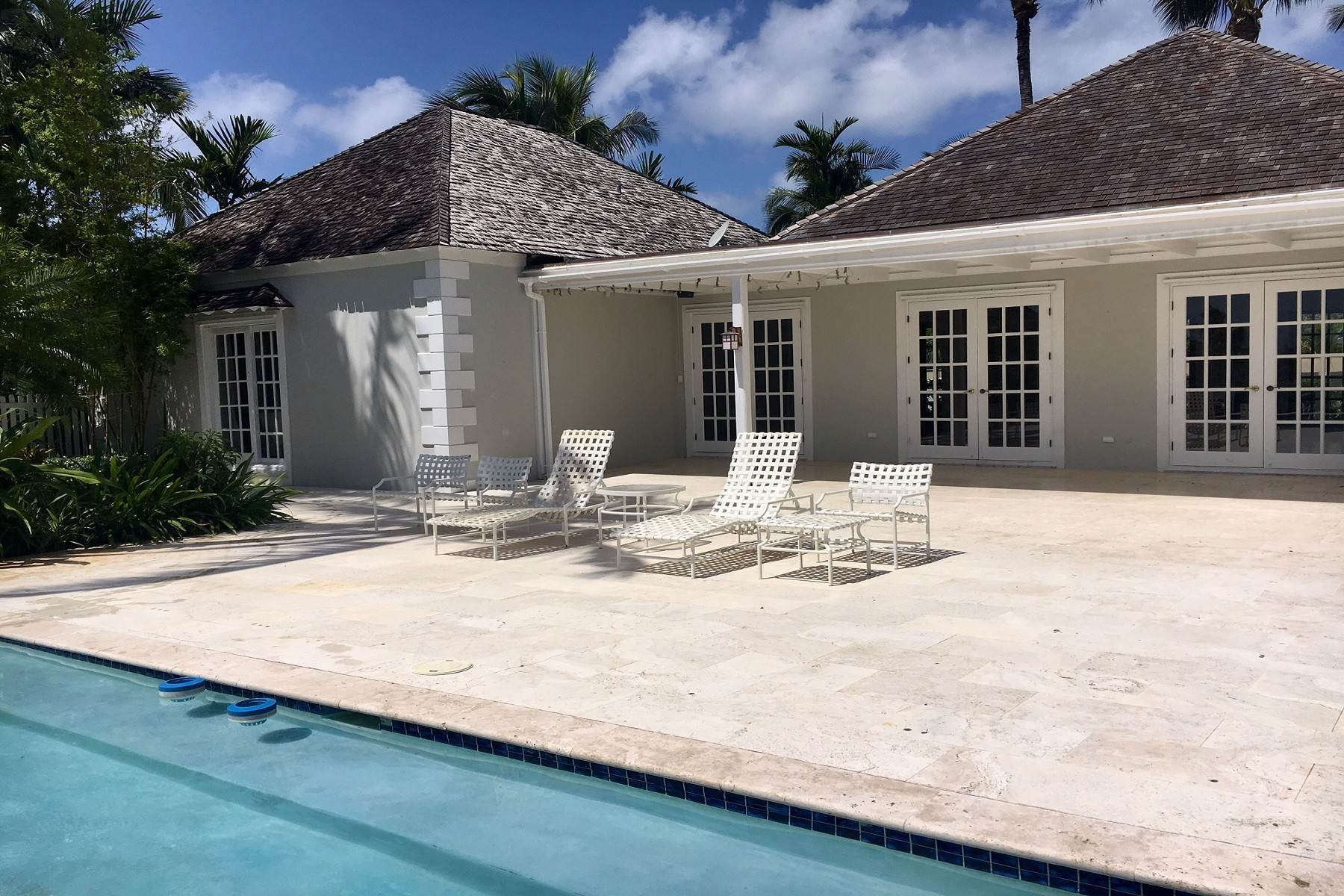 20. Single Family Homes for Rent at Canal Front Ocean Drive Home in Old Fort Bay Old Fort Bay, Nassau And Paradise Island, Bahamas