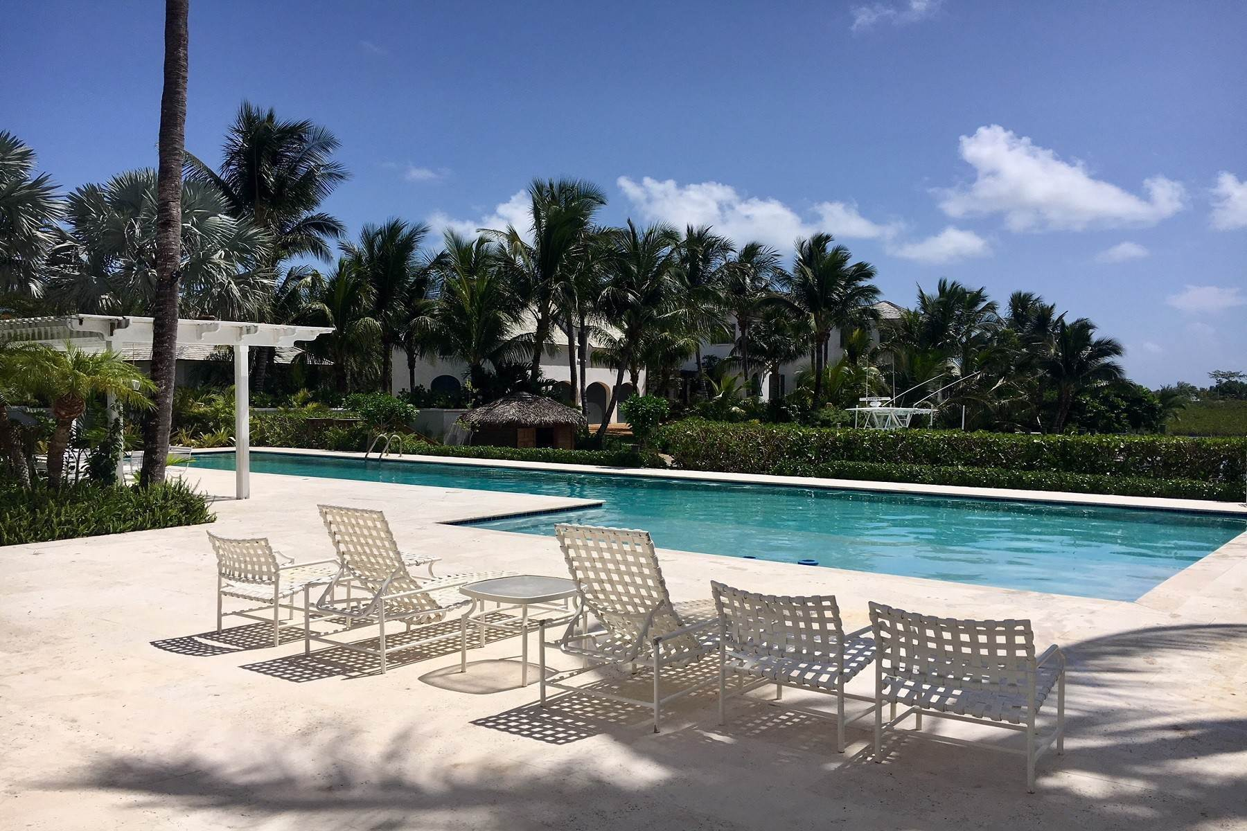 21. Single Family Homes for Rent at Canal Front Ocean Drive Home in Old Fort Bay Old Fort Bay, Nassau And Paradise Island, Bahamas
