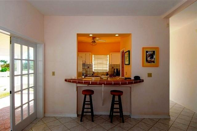 5. Single Family Homes for Rent at Cozy Cottage Eastern Road, Nassau And Paradise Island, Bahamas