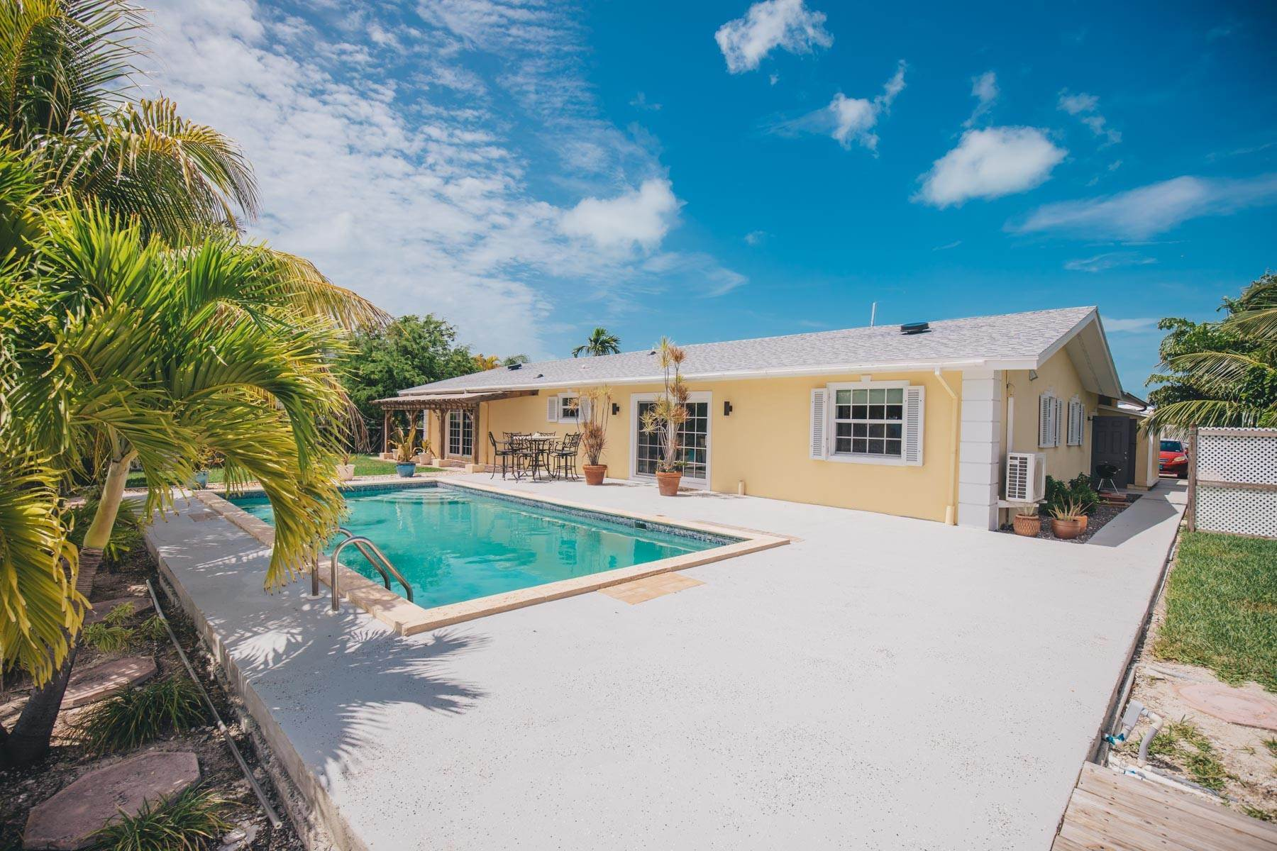 21. Single Family Homes por un Alquiler en Elegant Canal front Ranch Home in Port New Providence - MLS 43697 Port New Providence, Yamacraw, Nueva Providencia / Nassau Bahamas