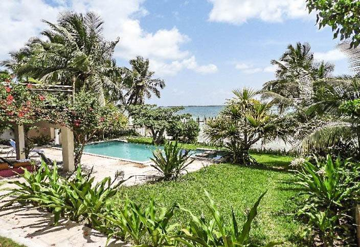 15. Single Family Homes for Sale at Beachfront Escape - Sunnydale House - MLS 42326 Eastern Road, Nassau And Paradise Island, Bahamas