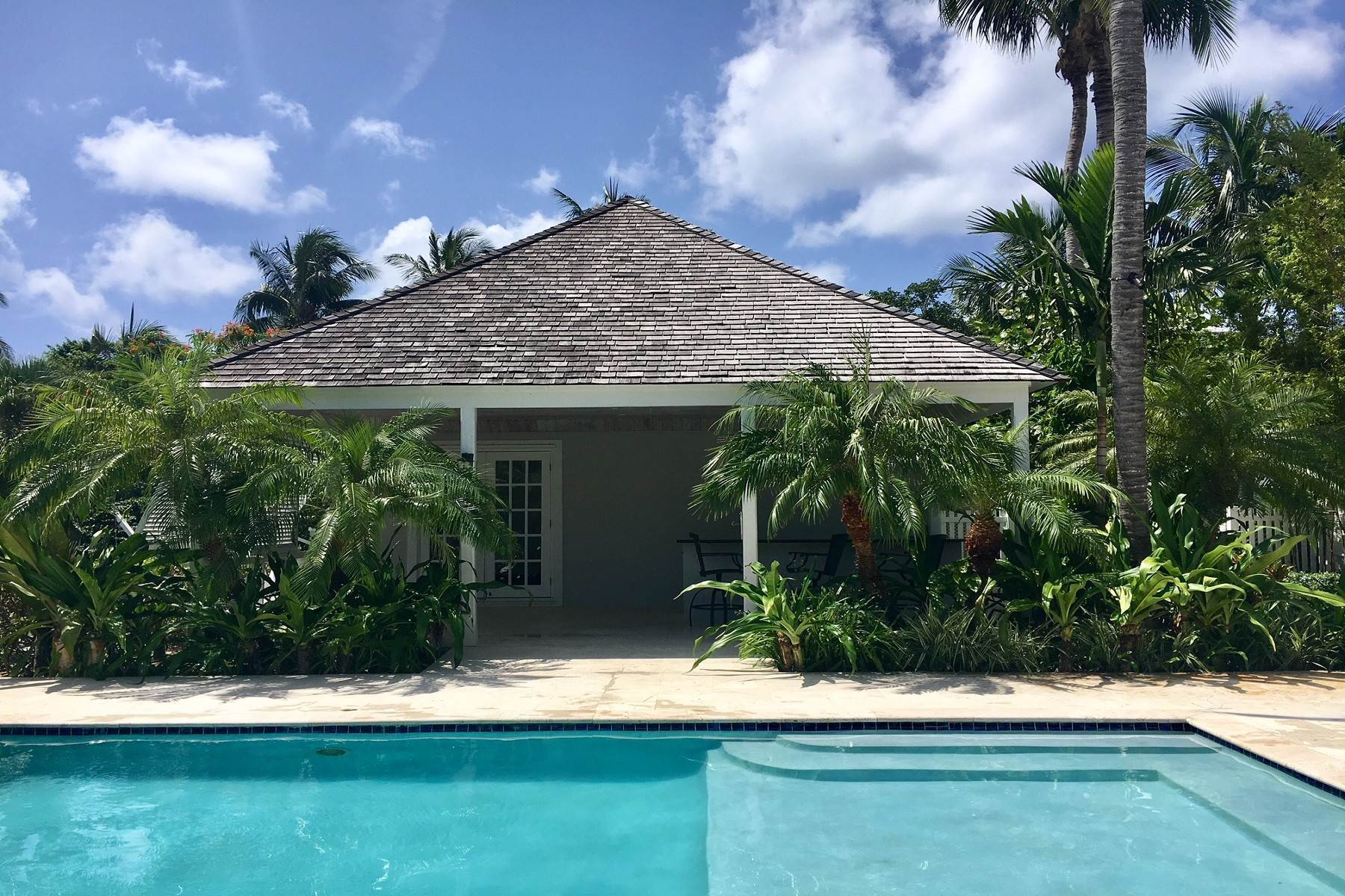 24. Single Family Homes for Rent at Canal Front Ocean Drive Home in Old Fort Bay Old Fort Bay, Nassau And Paradise Island, Bahamas