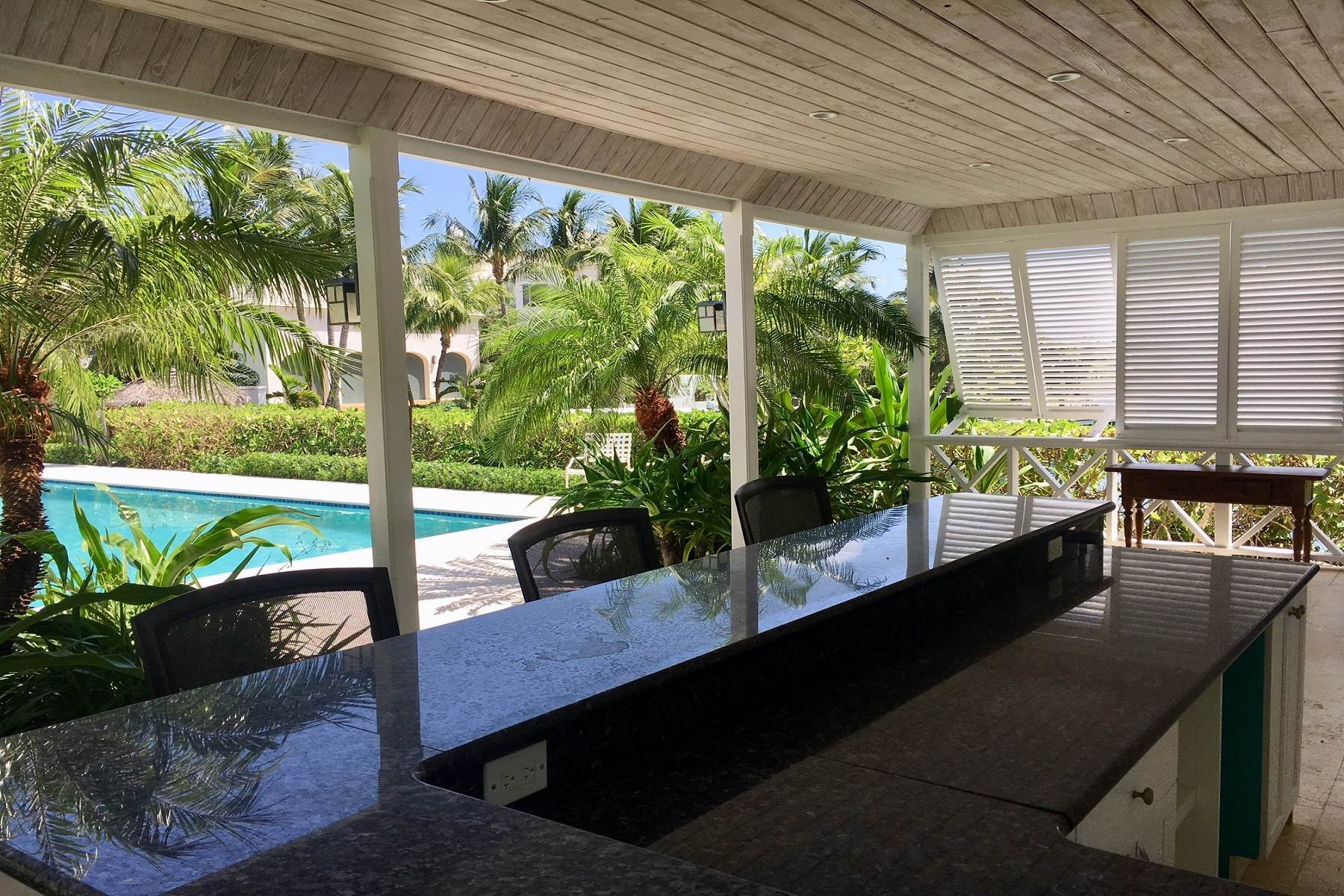 25. Single Family Homes for Rent at Canal Front Ocean Drive Home in Old Fort Bay Old Fort Bay, Nassau And Paradise Island, Bahamas