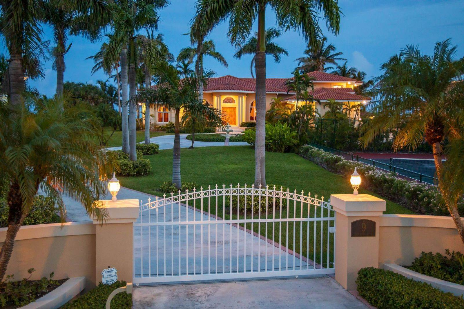 37. Single Family Homes for Sale at The Grand Estate at Fortune Cay - MLS 44053 Fortune Cay, Freeport and Grand Bahama, Bahamas