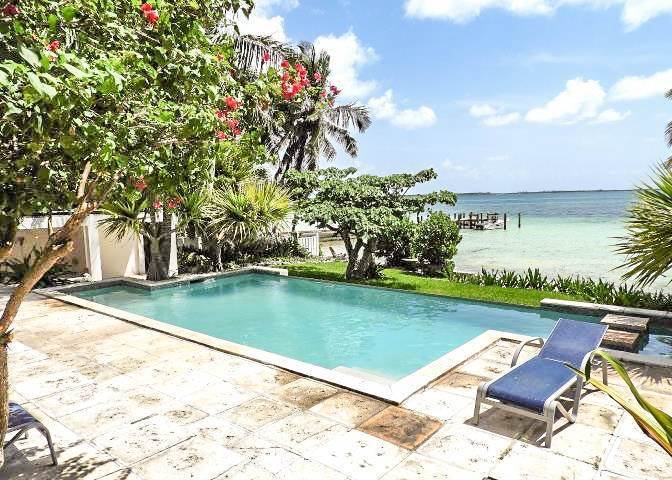 16. Single Family Homes for Sale at Beachfront Escape - Sunnydale House - MLS 42326 Eastern Road, Nassau And Paradise Island, Bahamas