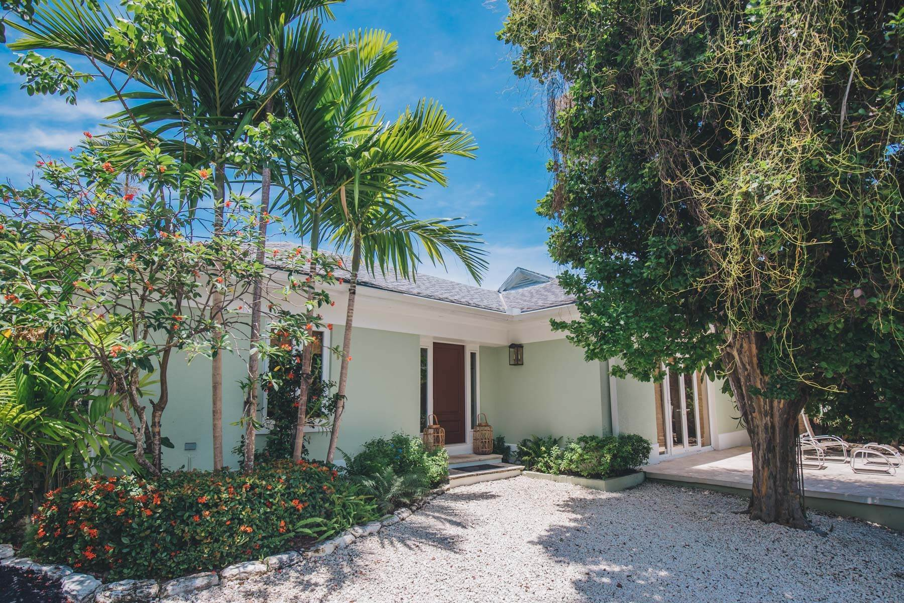 21. Single Family Homes for Sale at Charming Skyline Heights Home - MLS 43542 Nassau And Paradise Island, Bahamas