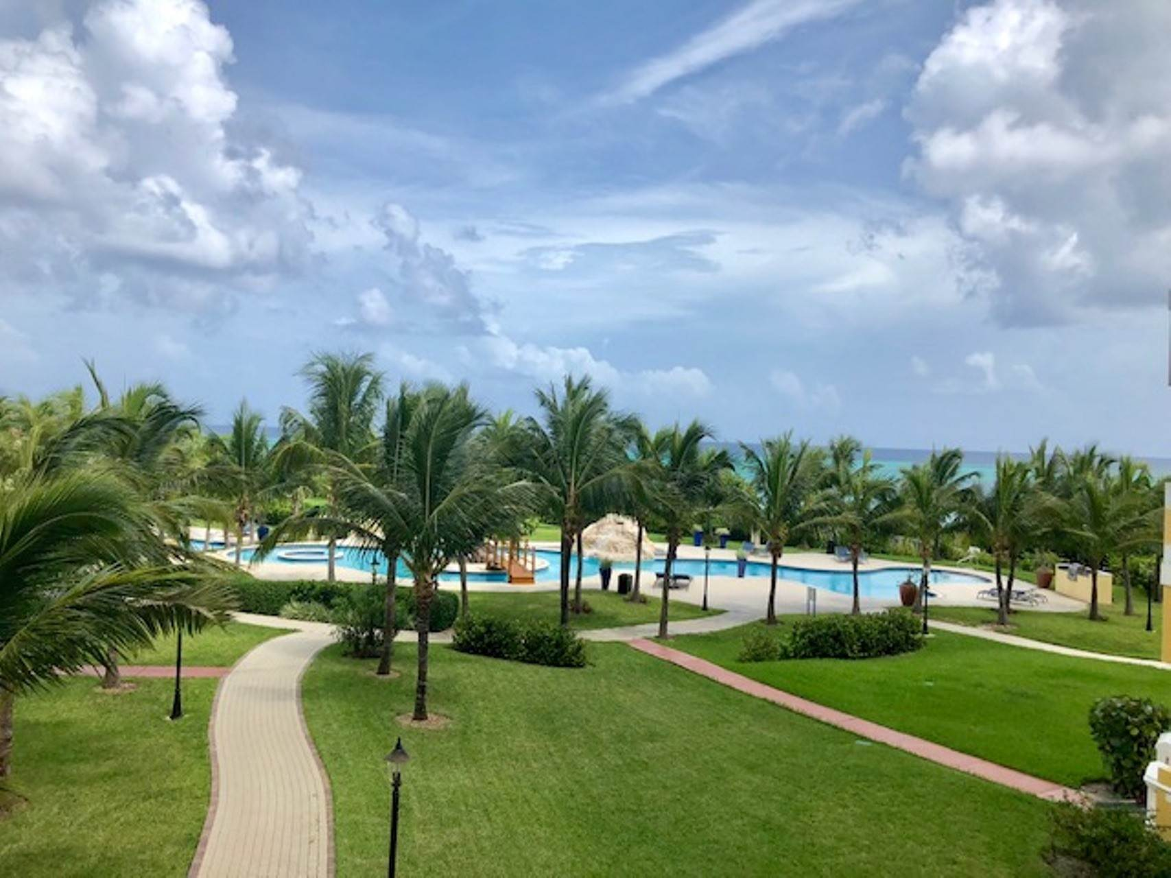 3. Co-op / Condo for Rent at Reduced! Caves Heights Beautifully Furnished Turnkey Condo - MLS 40690 Caves Heights, Nassau And Paradise Island, Bahamas