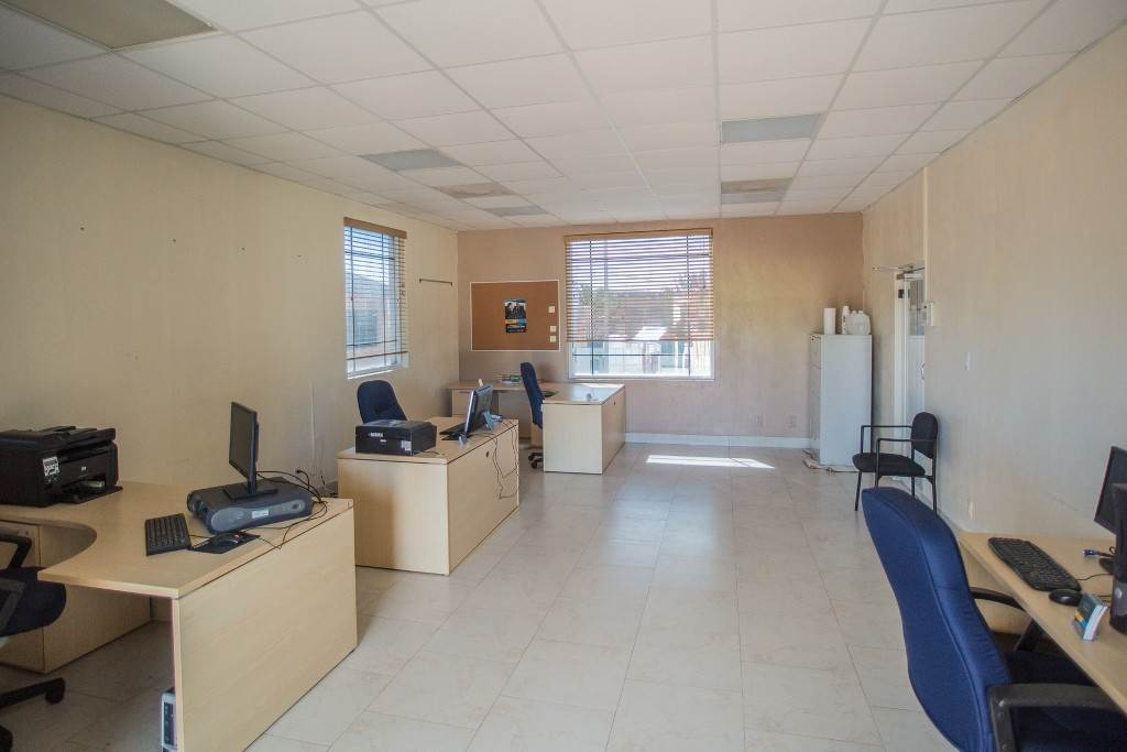 3. Commercial for Rent at Unique Discovery Plaza Upper Floor Office Space - MLS 33337 Nassau And Paradise Island, Bahamas
