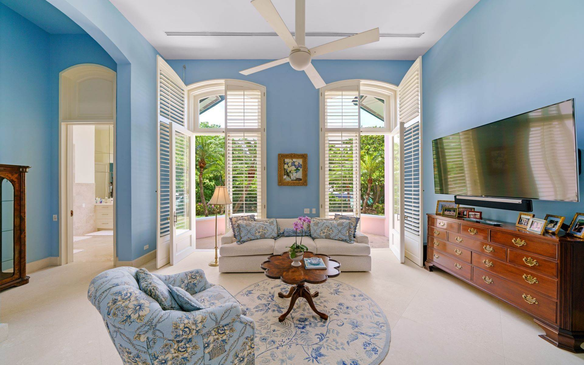 32. Single Family Homes for Sale at Luxurious Lyford Cay Canalfront Estate - MLS 40934 Lyford Cay, Nassau And Paradise Island, Bahamas