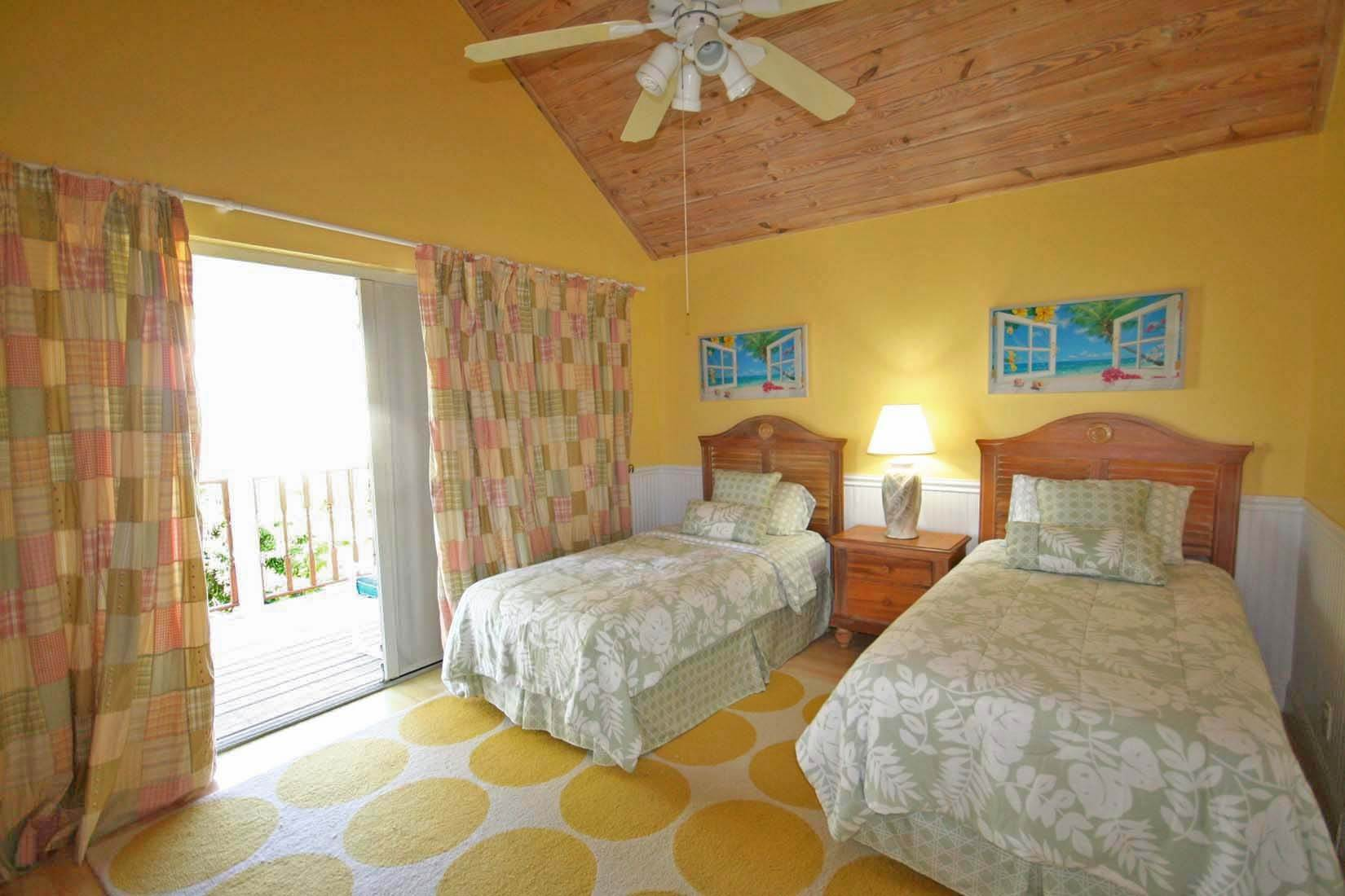 20. Single Family Homes for Rent at Island Style Home in Gated Beachfront Community of Shoreline. Shoreline, Lucaya, Freeport And Grand Bahama Bahamas