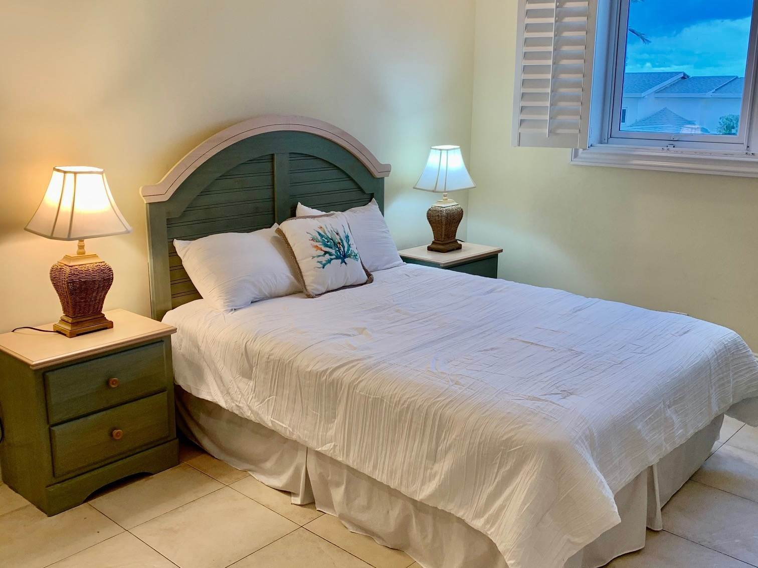 11. Co-op / Condo for Rent at Lovely Condominium with Spectacular Ocean Views on Cable Beach Cable Beach, Nassau And Paradise Island, Bahamas